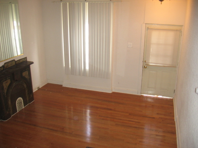 Temple University 1816 N Gratz Living Room 1