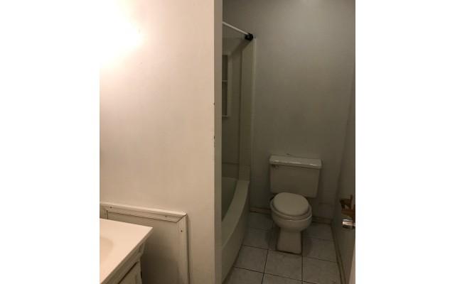 Powelton Village 3828 Lancaster Ave Apt. 2 Bathroom 3 640x400